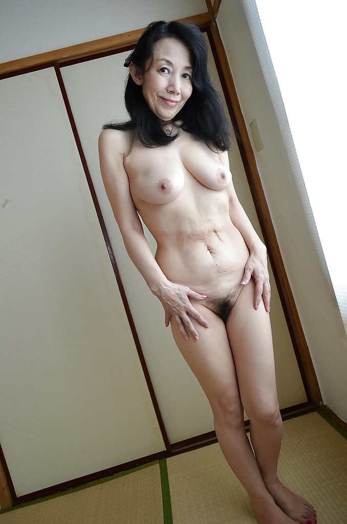 Asian Hairy Pussy Pissing